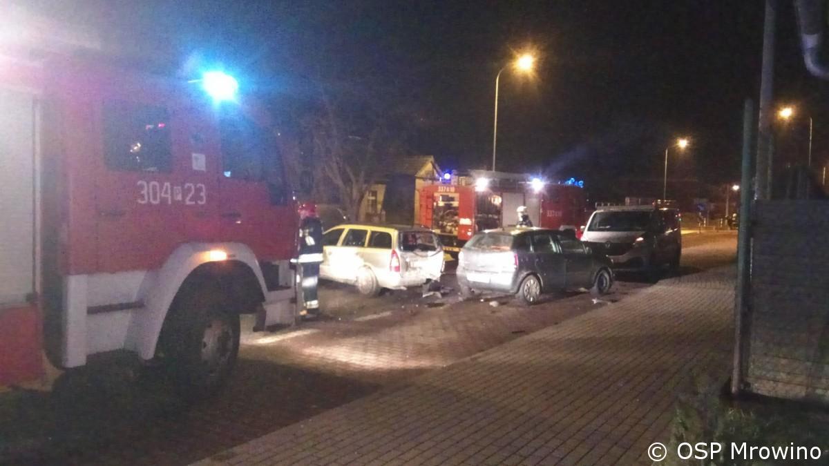 Kolizja dwóch aut w Mrowinie ul. Poznańska